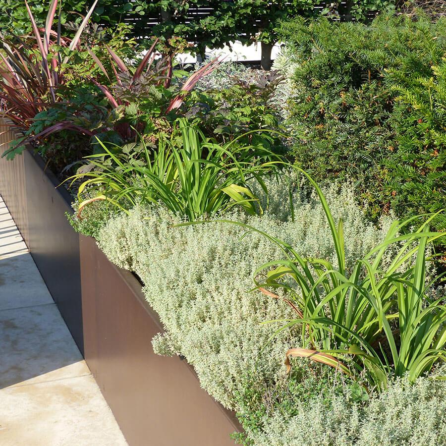 Jardins et terrasses d un palace paris jardins de l for Borde plastico para jardin