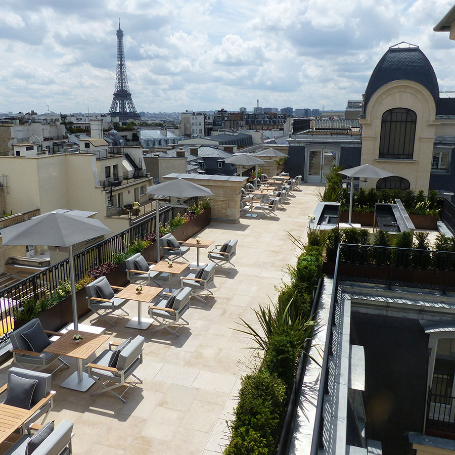 Jardins et terrasses d un palace paris jardins de l for Restaurant paris terrasse jardin