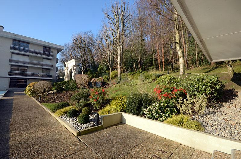 Entretien des espaces verts d une r sidence montmorency for Entretien jardin 34