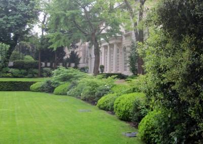 Entretien du jardin d'un hôtel particulier pour une banque