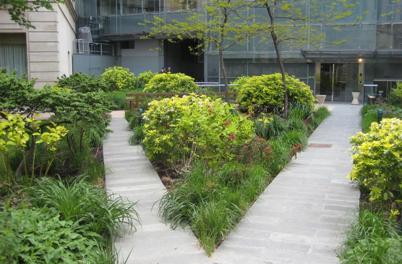 Entretien du jardin d un si ge d assurance paris for Entretien jardin l union