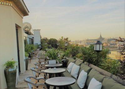 Aménagement d'une terrasse Rooftop sur l'avenue des Champs Elysées